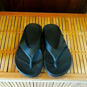 🖤🏃♀️OOFOS Brand New Black Recovery Sandals Sz 5